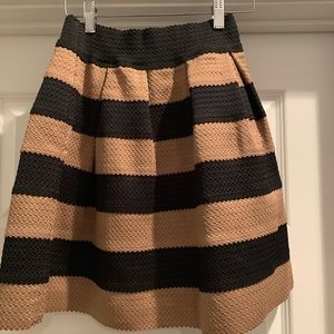 Super cute stretchy banded skirt